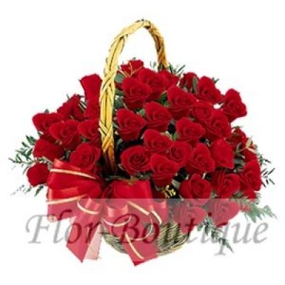 Красные розы в корзине фото.