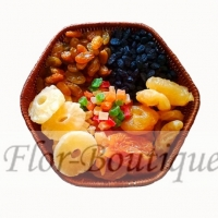 Корзинка с вялеными фруктами и цукатами