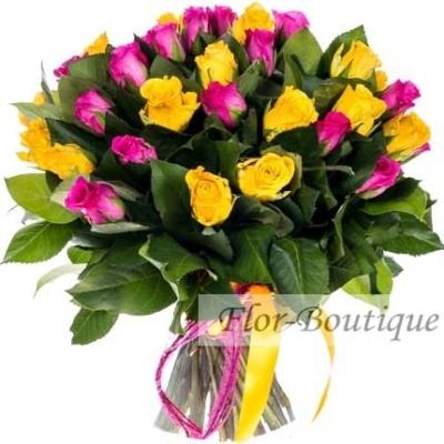Букет из 45 розовых и желтых кенийских роз