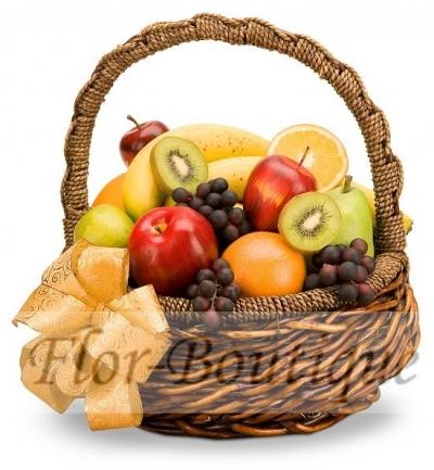 Подарочная корзина с фруктами.